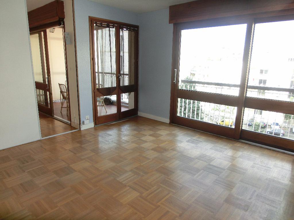 Annonce location appartement lyon 8 61 m 723 for Annonce lyon